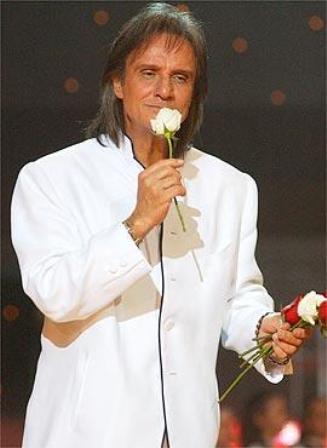 Roberto Carlos cantará logo mais no Teatro Municipal