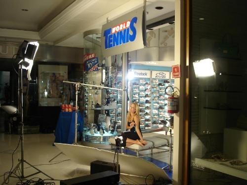 Camila Guebur no Shopping Higienópolis gravando para a World Tennis